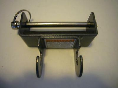 leg pulley bracket w pin for 1400